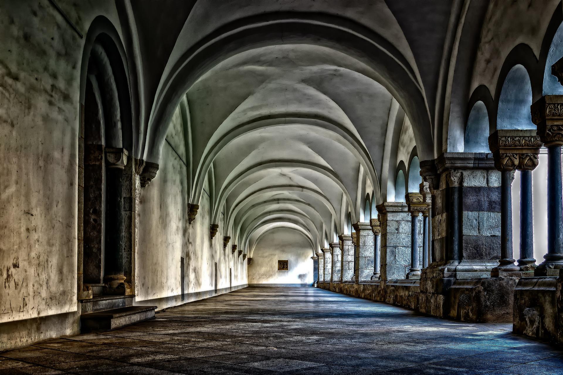 古い建物の廊下
