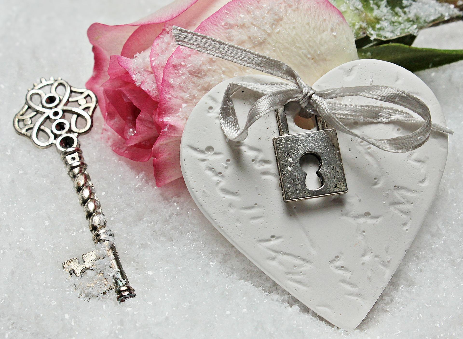 鍵とハートの置物