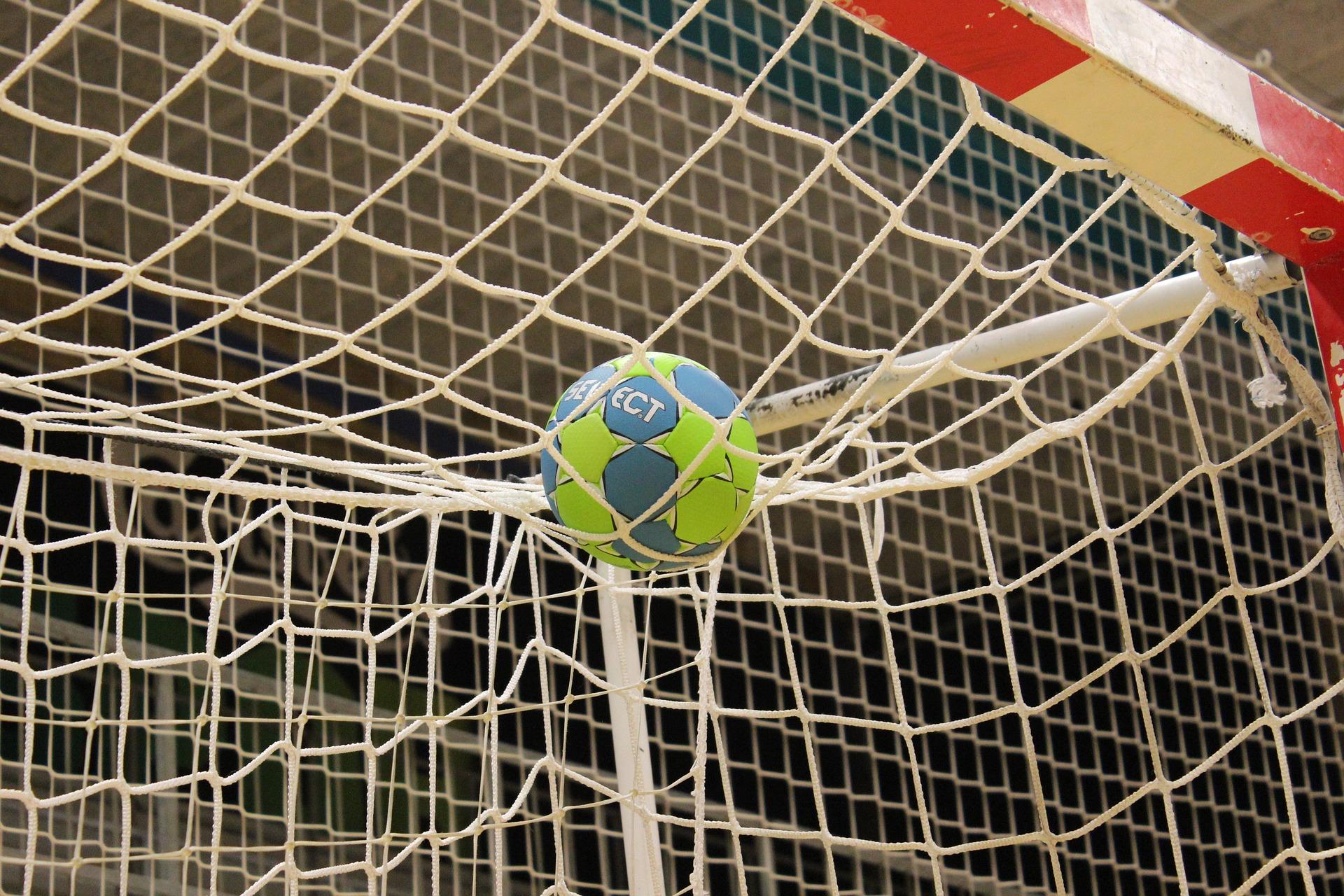 フットサルボールとゴール