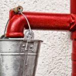 井戸の汲み上げる装置